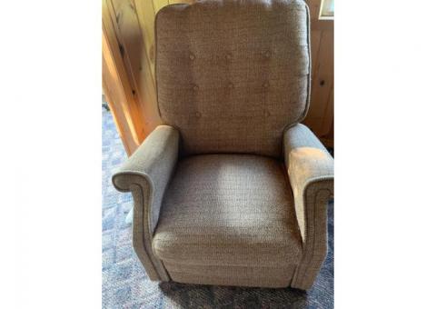 Vibrating recliner