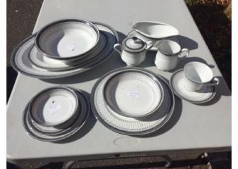 91- Int'l Dinnerware